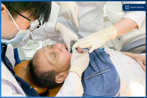 Chú Nguyễn Trung Kiên - Cấy ghép implant nguyên hàm All-on-4 2 hàm 8